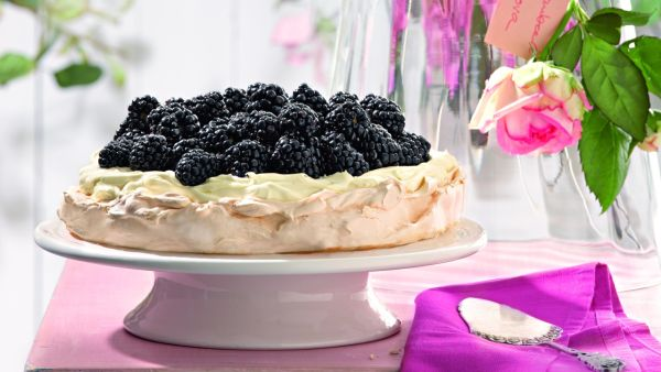 Torta Pavlova s ostružinami |