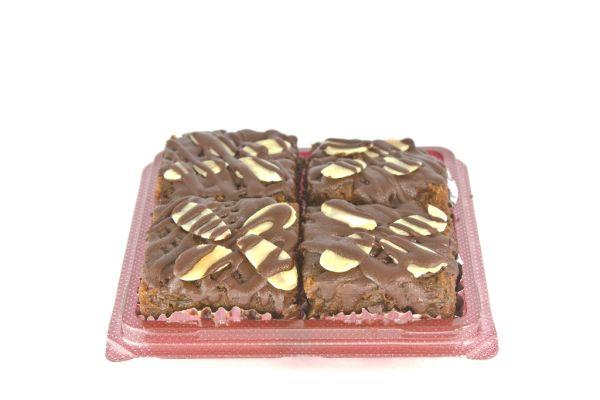 Zmrazená čokoládová torta s ovocím a orieškami |