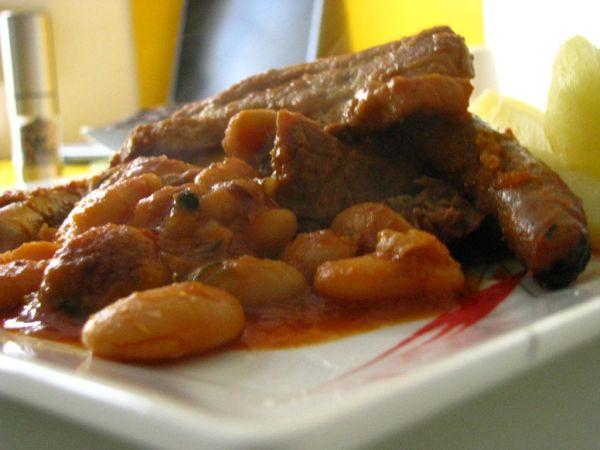 Cassoulet  francúzsky fazuľovo mäsový hrniec ...