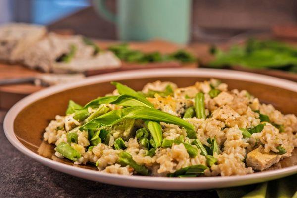 Zeleninové rizoto s bazalkovým tofu |