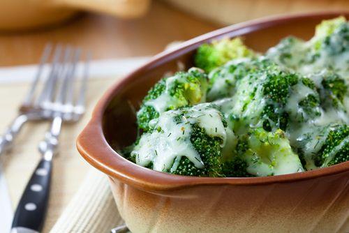 Zapekané cestoviny s brokolicou, šunkou a syrom |