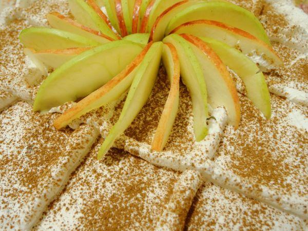 Nepečený jablkový koláč |