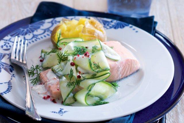 Pošírovaný losos & okurkový salátek s jogurtem