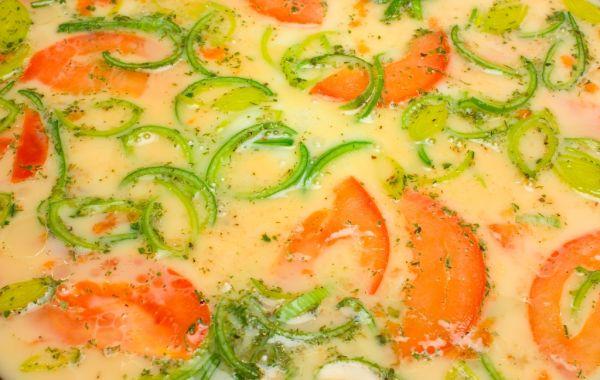 Pórová omeleta s rajčiakmi |