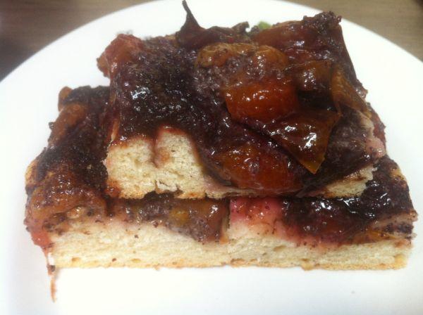 Makovo-slivkový koláč zo špaldovej múky |