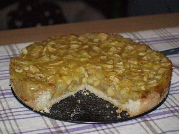 Jablkový koláč s vínom |