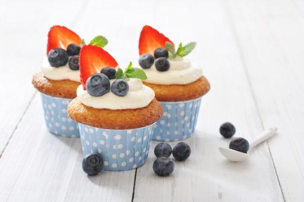 Cupcakes s krémom z mascarpone a lesným ovocím  