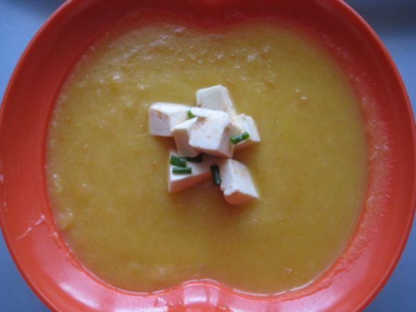 Krémová zeleninová polievka s ovčím syrom |