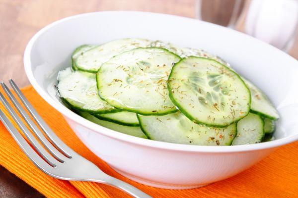 Sladkokyslý uhorkový šalát |