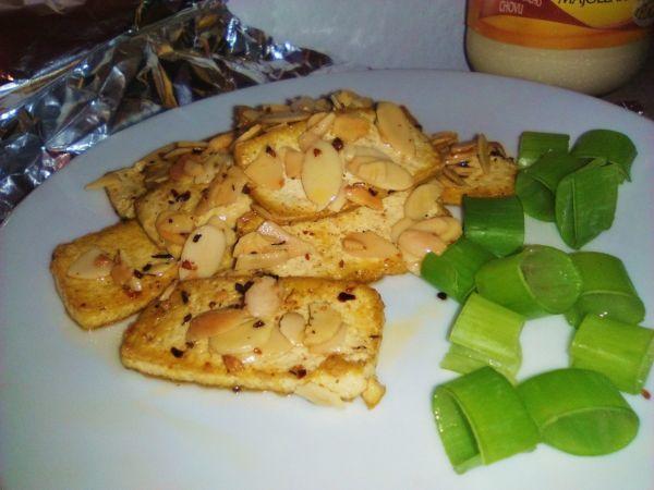Grilované Tofu s mandľovými lupienkami |