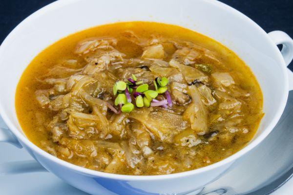 Kelová polievka s údeným mäsom |