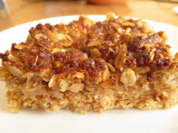 Jablkový koláč z ovsených vločiek a orechovou posýpkou ...
