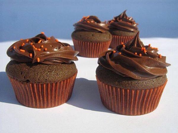 Čokoládové cupcakes s lesklým čokoládovým krémom |