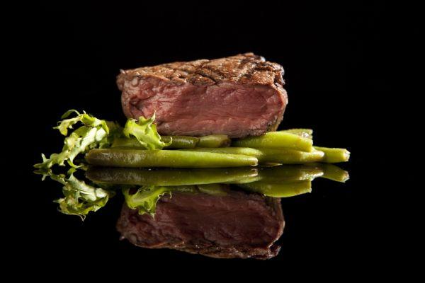 Hovädzí steak so zelenými fazuľkami |