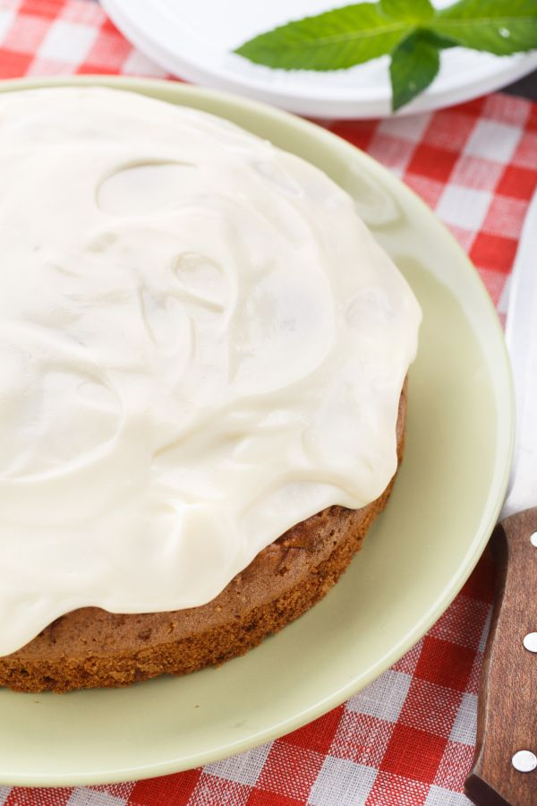 Mrkvová torta s krémom z bielej čokolády |
