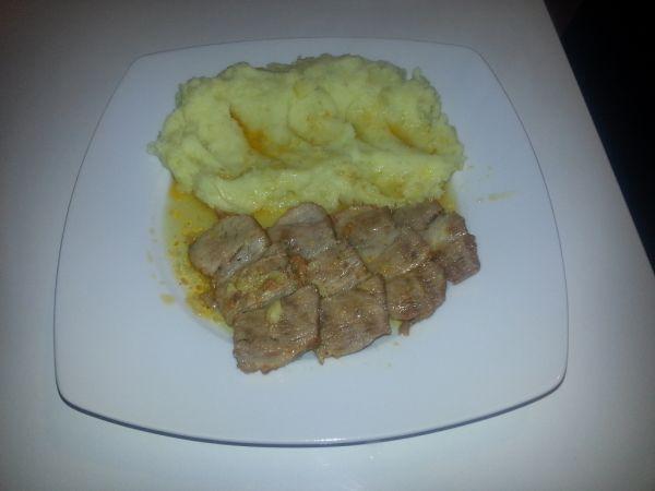 Pečená krkovička so zemiakovou kašou |