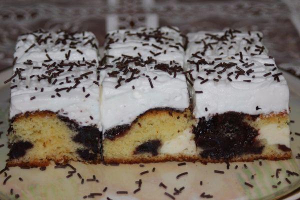Výborný koláč s tvarohom a slivkovým lekvárom |