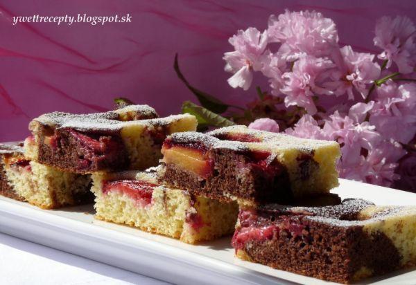Slivkový hrnčekový koláč |