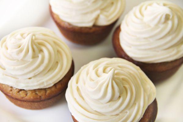Vanilkové cupcakes s banánovým krémom |