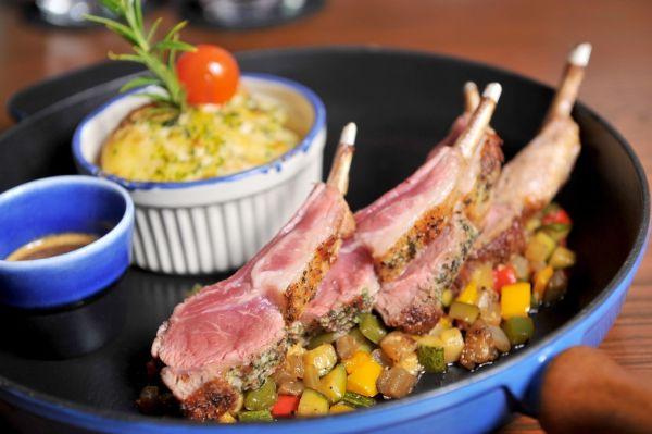 Jahňací steak so zeleninou na provensálsky spôsob |