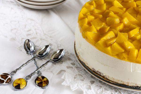 Nepečená jogurtová torta s ovocím |