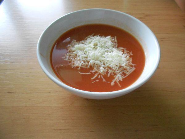 Paradajková polievka so syrom |