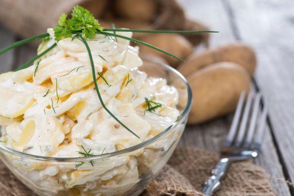 Jednoduchý zemiakový šalát s majonézou |