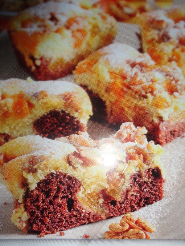 Dvojfarebný koláč s marhuľami |