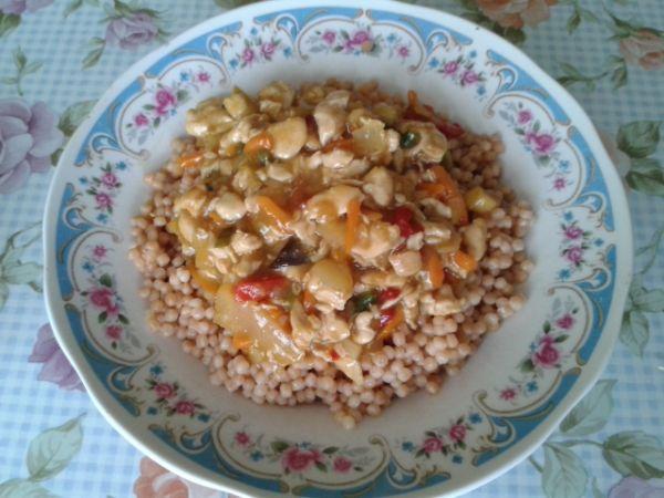 Kuracie mäso so zeleninou a tarhoňou |