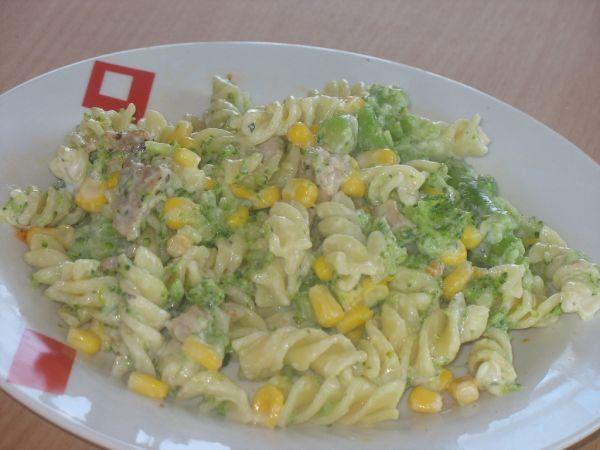 Cestovinový šalát s brokolicou |