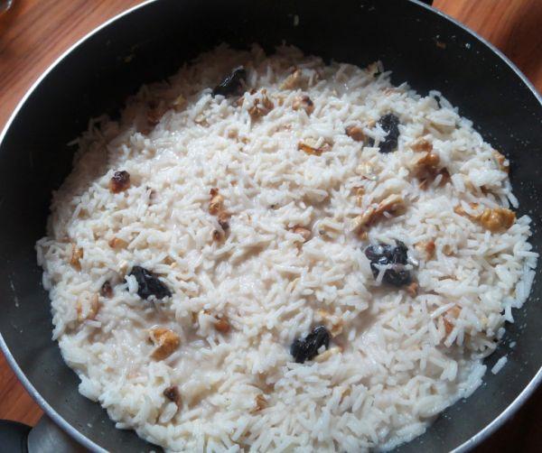 Sladká orechová ryža s kokosovým mliekom |
