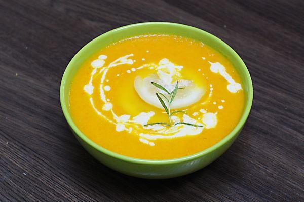 Citrónovo-mrkvová polievka s mandľovou smotanou ...