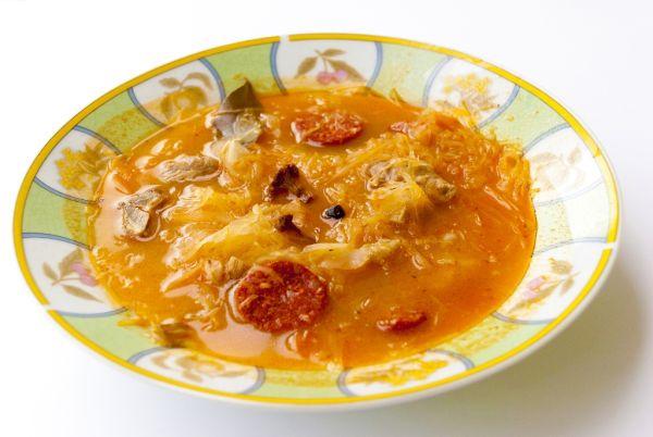 Kapustová polievka so sušenými hubami |