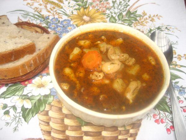 Držková polievka z kuracích koží s fazuľou |