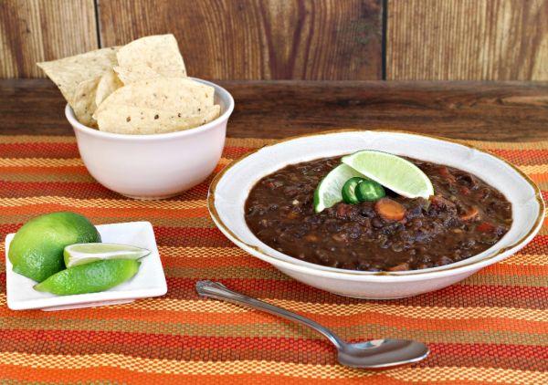 Fazuľová polievka s korením |