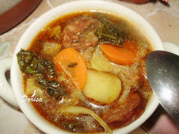 Kelová polievka s klobásou a hubami |