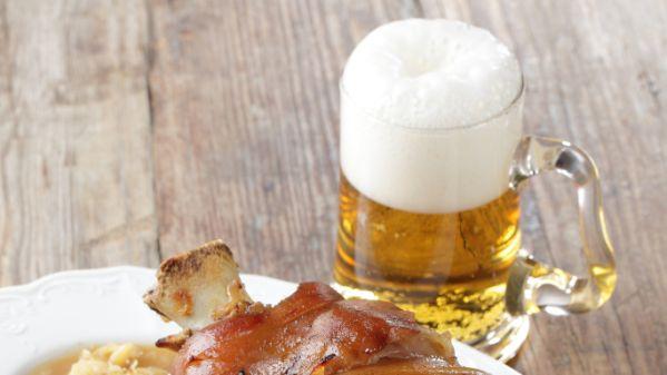 Pečené koleno na pive |