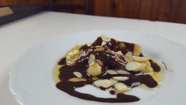 Videorecept: Banán s čokoládou pražený na rume |