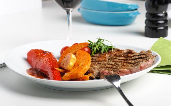Grilovaný steak s barbecue omáčkou  