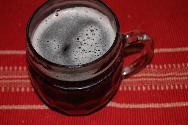 Varené pivo so sirupom |