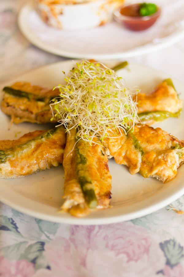 Kuracie prsia zapečené so špargľou a syrom |