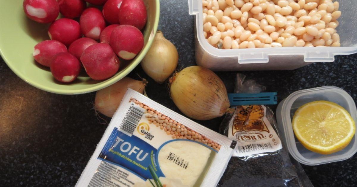 Pohánkové cestoviny s tofu omáčkou a sladkou cibuľou ...