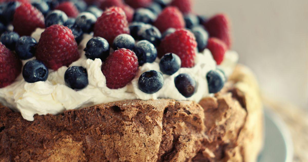 Pavlova torta s čokoládou a ovocím, fotogaléria 1 / 1.