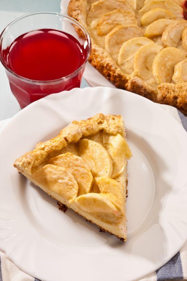Tradičná jablková obrátená torta |