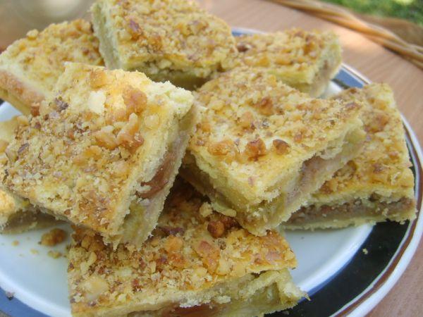 Rebarborový koláč s orechmi |