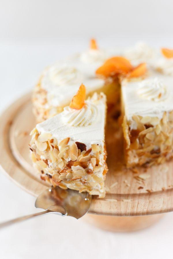 Mandľová torta s jablčnou šľahačkou |