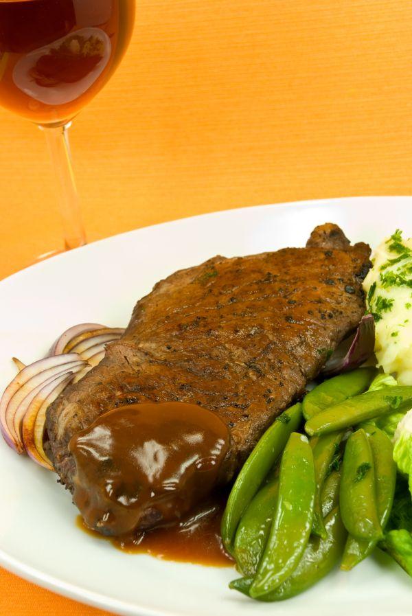Hovädzia roštenka na červenom víne |