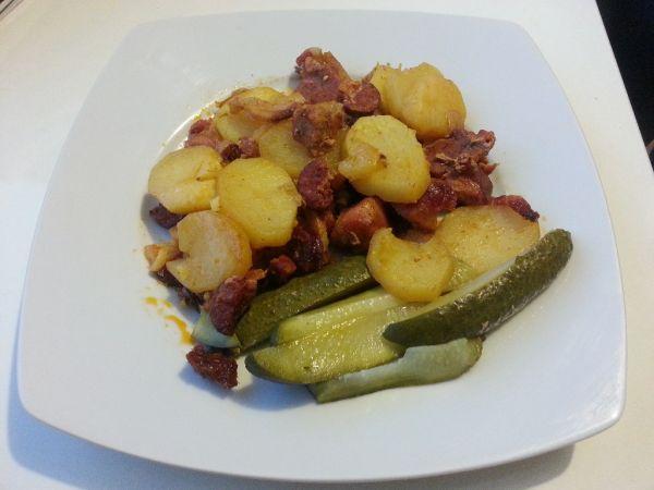 Pečené zemiaky s kopou mäsa |