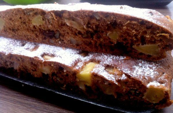 Hrnčekový jablkový koláč s orechami a čokoládou ...