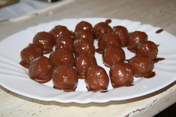 Kokosové guličky v horkej čokoláde |